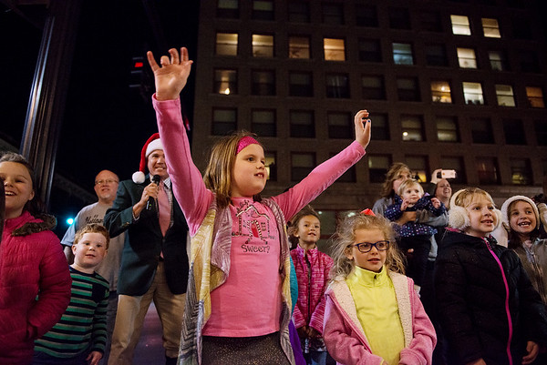 Globe/Roger Nomer<br /> Laiken Merriman, 6, center left, and Blair McCarley, 5, Joplin, help countdown to the opening of the Joplin City Hall windows on Monday evening.