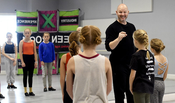 Professionl dancer Jeremy Duvall, of Industry Xperience talksm to aspiring dancers on Saturday at Karen's Dance Studion. Five professional dancers shared their talent and knowledge with kids of all ages in the day-long event.<br /> Globe | Laurie Sisk