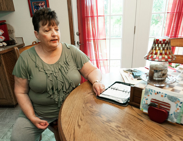 Naomi Hunter talks about the relationship between her faith and the breast cancer she is battling in her Webb City home.<br /> Globe | Laurie Sisk