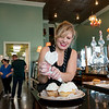 Globe/Roger Nomer<br /> Liz Easton decorates cupcakes on Friday at Cupcakes by Liz.