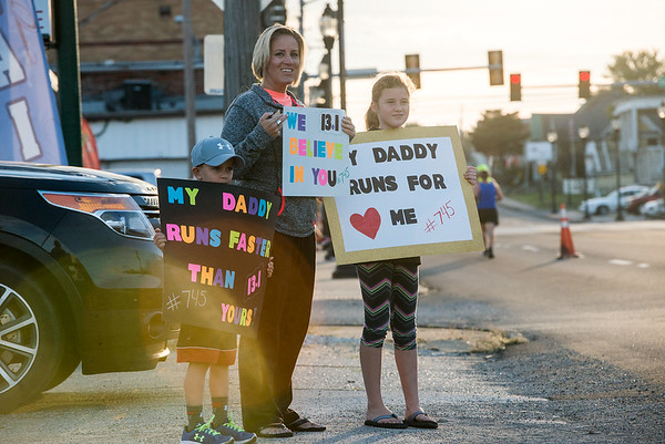 Globe/Roger Nomer<br /> Kayson, 6, Amanda and Makinley, 11, Morrison, Frontenac, cheer as they spot their father and husband Steve enter Galena during the Mother Road Half Marathon on Sunday.