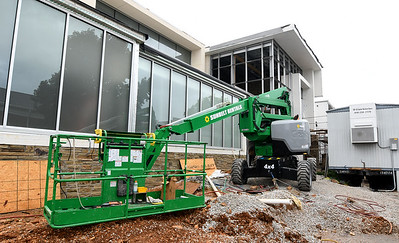 Work continues Wednesday on the new Jasper County Juvenile Justice Center near Sixth and Pearl streets. Globe | Laurie Sisk