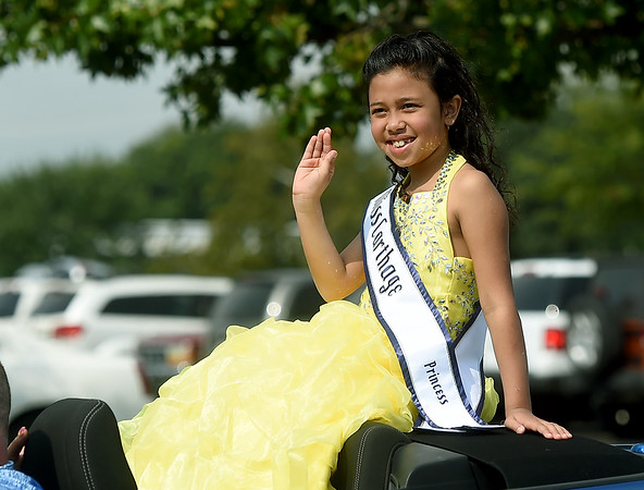 Saniah Rain Haws, 2019 National American Miss finalist from Carthage, waves to the crowd during the Missouri Southern 2019 Homecoming Parade on Saturday at MSSU.<br /> Globe   Laurie Sisk