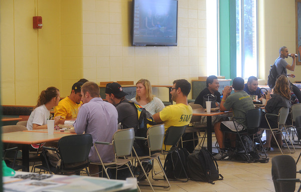 Globe/Roger Nomer<br /> Students eat in the Lion's Den at Billingsly Student Center on Thursday.