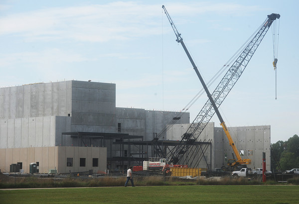 Globe/Roger Nomer<br /> The Pittsburg State University Center for the Performing Arts begins to take shape on the school's campus as seen on Wednesday.  The center will feature an 1,100-seat performance hall and a 2,000-square-foot art gallery.