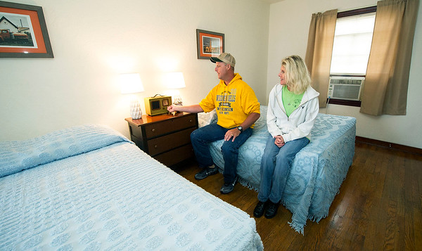 Troy and Tammy Jordan, of St. Joseph, check out the radio in Boot's Court room 12, which plays 1940s and 1950s music. Interiors of the rooms at Boot's are decorated in a late-1940s design.<br /> Globe   Laurie Sisk