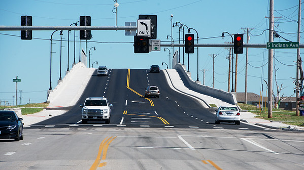 Globe/Roger Nomer<br /> Traffic travels over the 20th Street overpass on Tuesday afternoon.