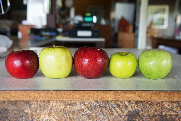 Globe/Roger Nomer<br /> (from left) Jonathan, Golden Delicious, Red Delicious, Grimes Golden and Granny Smith apples