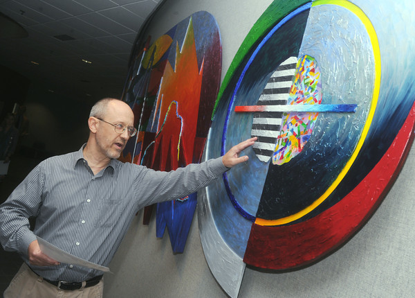 "Globe/Roger Nomer<br /> Allen Bishop talks about part of his mural at Crowder College called ""Creatio ex Hominis"" on Monday morning."