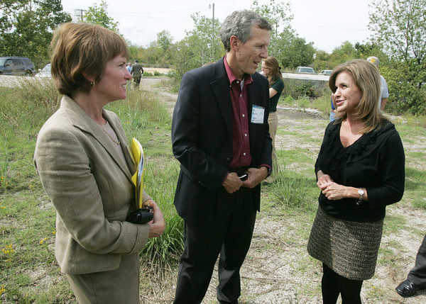 Globe/Roger Nomer <br /> (from left) Lisa Feldt, deputy assistant administrator of the Office of Solid Waste and Emergency Response at the EPA, Karl Brooks, regional adminstrator for the EPA Region 7, and US Rep. Lynn Jenkins talk before Thursday's ceremony in Treece.