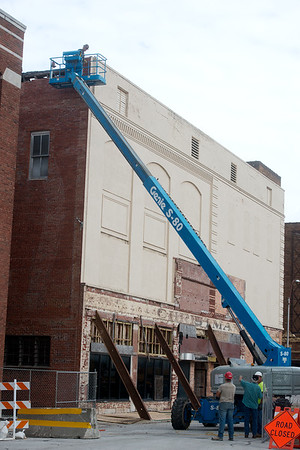 Work continues on the Howsmon building on Wednesday in downtown Joplin.<br /> Globe   Roger Nomer