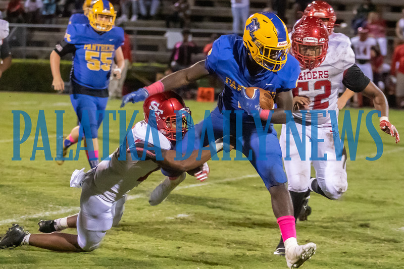 Palatka junior Faizon Sutton (6) fights off Santa fe defenders as he carries the ball in the second half of their game. Fran Ruchalski/Palatka Daily News