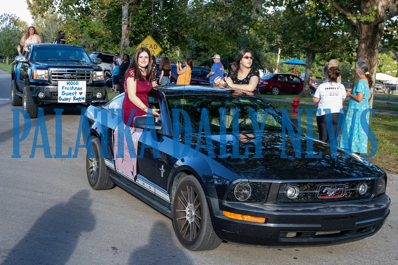 Sweethearts and the homecoming court were a major attraction for parade-goers. Fran Ruchalski/Palatka Daily News