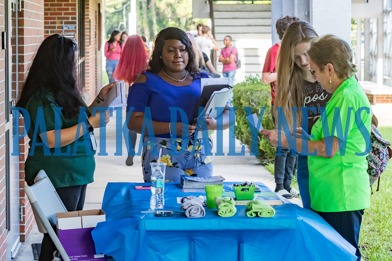 WOWers Marsha Smith, left, and Michele Menadue, right, help students to navigate the St. Johns River State College campus during Week of Welcome and the start of the new semester. Fran Ruchalski/Palatka Daily News