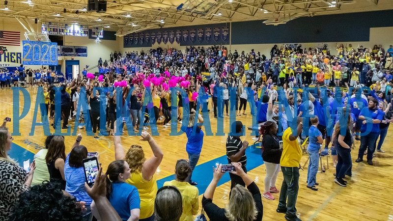 Everybody cheers after singing the Alma Mater at the PHS Homecoming Pep Rally Friday afternoon. Fran Ruchalski/Palatka Daily News