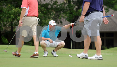 defending-champs-surge-into-lead-at-azalea