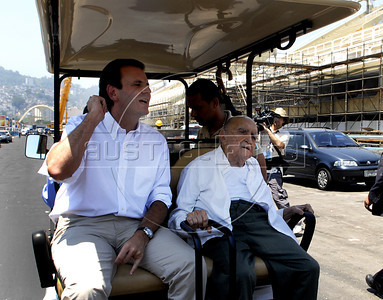Brasilian architect Oscar Niemeyer and Eduardo Paes, Rio's major visit the Sambodromo after renovation works, Rio de Janeiro, Brazil, February 8, 2012.  Niemeyer is the designer of Sambodromo. (Austral Foto/Renzo Gostoli)