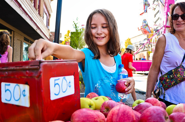 LEANDRA BEABOUT | THE GOSHEN NEWS<br /> Jasmine Cunningham, 8, of Mishawaka, preferred an apple over candy from the parade. Her grandma, Lisa Cunningham of Misahwaka, was happy to give her the fifty cents.