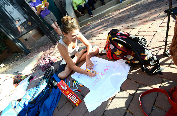 Heidi Scholten draws up a slogan shirt on the University of Colorado Boulder Campus as the crowds wait for the appearance of President Barak Obama.<br /> Photo by Paul Aiken / The Daily Camera / September 2, 21012