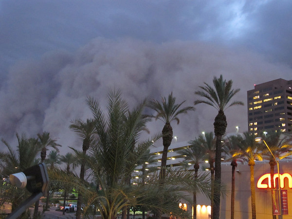 "Phoenix Dust Storm.JPEG-0d1.JPG -- ADDS DATE AND OBJECT NAME -- A dust storm known as a ""habub"" rolls into downtown Phoenix on Tuesday night, July 5, 2011, bringing strong winds and low visibility. Habubs are part of Arizona's annual monsoon season, which is now in full swing. (AP Photo/Amanda Lee Myers)"