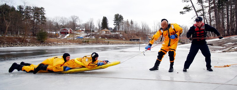 Pittsfield Fire Dept. trains for ice rescues-011117