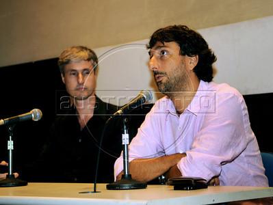 """Premio ACIE de Cinema 2012-  Vicente Amorim, diretor do filme """"Coracoes sujos"""", e Marcelo Cajueiro, esq. Rio de Janeiro, Brazil, Abril 16, 2012. (Austral Foto/Renzo Gostoli)"""