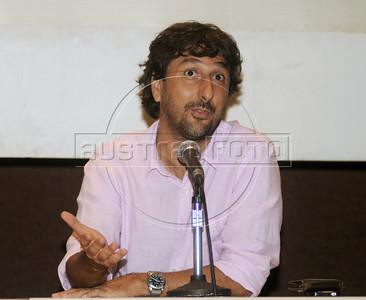 """Premio ACIE de Cinema 2012-  Vicente Amorim, diretor do filme """"Coracoes sujos"""", Rio de Janeiro, Brazil, Abril 16, 2012. (Austral Foto/Renzo Gostoli)"""