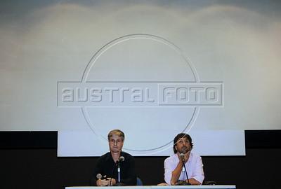 """Premio ACIE de Cinema 2012-  Vicente Amorim, diretor do filme """"Coracoes sujos"""", dir,  e Marcelo Cajueiro, esq. Rio de Janeiro, Brazil, Abril 16, 2012. (Austral Foto/Renzo Gostoli)"""