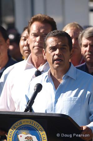 Sayre Fire press conference with Governor Arnold Schwarzenegger and Mayor Antonio Villaraigosa, Nov 16, 2008.