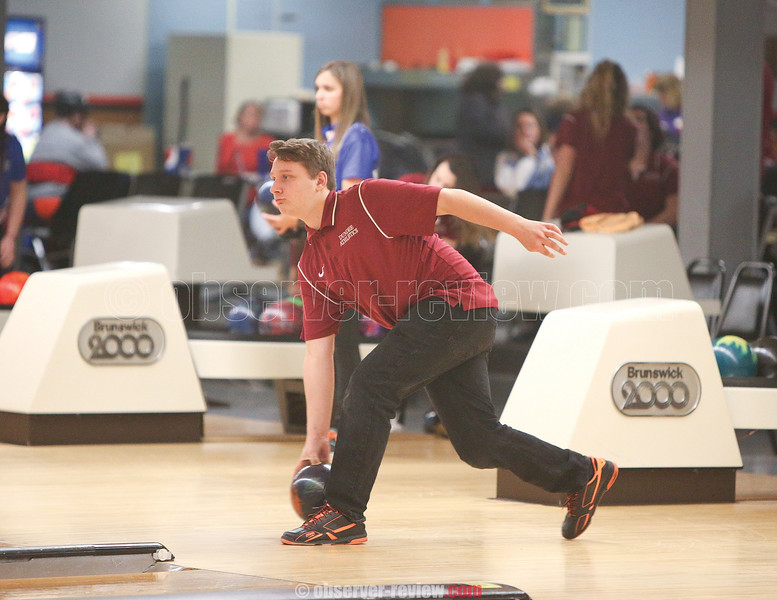 Jared Hartman bowls for Dundee, Tuesday, Jan. 17.