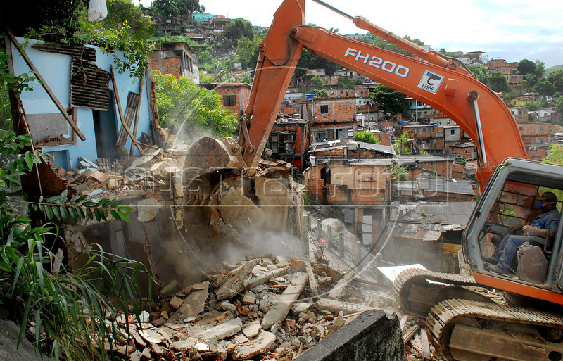 Workers demolish a house, damaged by heavy rains, at the Morro do Urubu slum, Rio de Janeiro, Brazil,  April 12, 2010. About 2,600 families are being removed from areas where the threat of new mudslides is most immediate, Rio de Janeiro officials said. The rains of the last week in several cities of Rio de Janeiro state caused at least 50.000 affected and at least 249 deads. (AustralFoto/Renzo Gostoli)