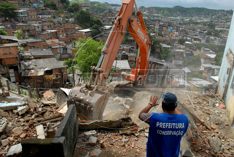 Workers demolish a house, damaged by heavy rains, at the Morro do Urubu slum, Rio de Janeiro, Brazil,  April 14, 2010. About 2,600 families are being removed from areas where the threat of new mudslides is most immediate, Rio de Janeiro officials said. The rains of the last week in several cities of Rio de Janeiro state caused at least 50.000 affected and at least 249 deads. (AustralFoto/Renzo Gostoli)
