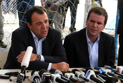 Rio de Janeiro state governor and Rio de Janeiro city Mayor speak at a press conference about the school massacre in Rio de Janeiro, April 7, 2011. (Australfoto/Alan Roberto Lima)
