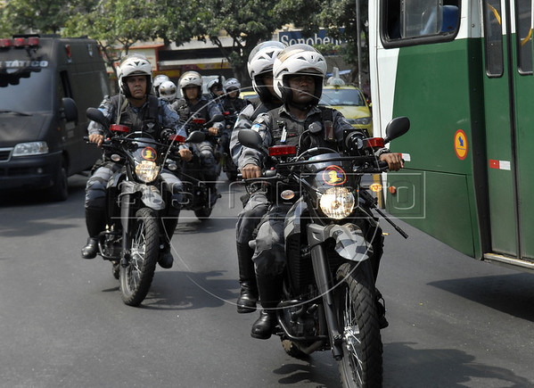 Policemen on motorcycle patrol at Complexo da Penha, Rio de Janeiro, Brazil, November 25, 2010. Authorities in Rio de Janeiro try to control a fourth day of violence apparently orchestrated by drug gang members who have attacked police stations and burned cars in Rio de Janeiro city as protest by traffickers after being forced from their turf by police occupations of more than a dozen slums in the past two years.<br /> (Austral Foto/Renzo Gostoli)