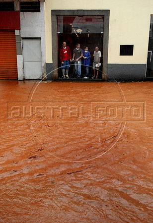 Workers of a coffee house are isolated by floods in Nova Friburgo downtown, Rio de Janeiro state, Brazil, January 15, 2011. After six days of torrential rains, mudslides have killed more than 640 people in the Rio de Janeiro area. (Austral Foto/Renzo Gostoli)