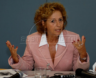 Elizabeth Silveira e Silva, integrant of Brazilian human rights group 'Tortura nunca mais' speaks with journalists during a press conference at ACIE (Associacao Correspondentes da Imprensa Extrangeira) Association of Foreign Press Correspondents, Rio de Janeiro, Brazil, July 15, 2009.  (Austral Foto/Renzo Gostoli)