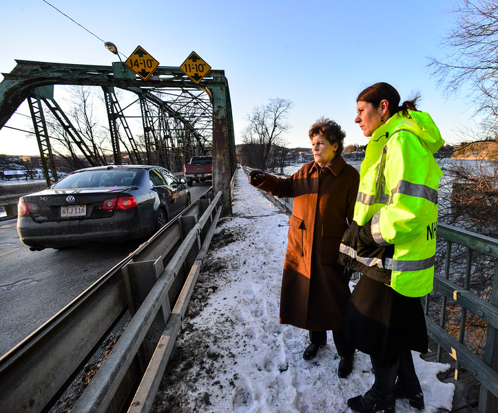 KRISTOPHER RADDER — BRATTLEBORO REFORMER<br /> New Hampshire Sen. Jeanne Shaheen (D-N.H.) talks with Commissioner of Department of Transportation of New Hampshire Victoria Sheehan while visiting the bridges in Hinsdale, N.H., that cross the Connecticut River into Vermont on Friday, Dec. 20, 2019.