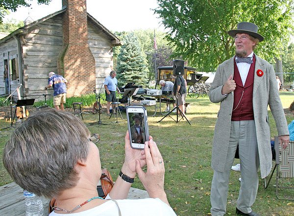 Rod Rose The Lebanon Reporter<br /> NOW AND THEN: Denise Miller frames Confederate President Jefferson Davis, (portrayed by David Walker) during a presentation at the annual Lincoln's Lebanon Civil War encampment in Lebanon's Memorial Park Saturday afternoon.