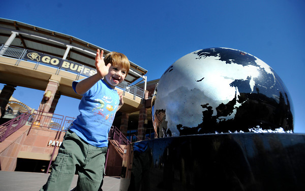 "Lake Frankel, 4, plays with the water globe at the Twenty Ninth Street Mall in Boulder Colorado on Wednesday.<br /> For more photos from the mall go to  <a href=""http://www.dailycamera.com"">http://www.dailycamera.com</a>.<br /> Photo by Paul Aiken / October 12, 2001"
