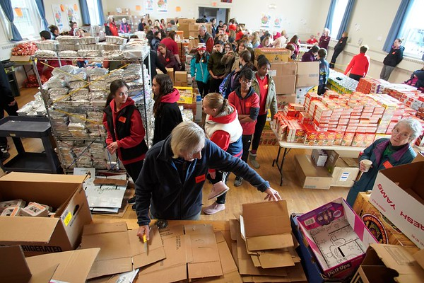 BEN GARVER — THE BERKSHIRE EAGLE<br /> Volunteers for the Thanksgiving Angels prepare to hand out about 1400 Thanksgiving meals to families in need, Monday, November 25, 2019. 380 volunteers are needed to distribute the food and deliver it to people who cannot make the trip.