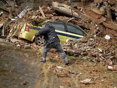 Rescue efforts in Rio de Janeiro, Brazil, in the Prazeres slum, 2 days after torrential rains. At least 107 people were killed in Rio state. (Australfoto/Douglas Engle)