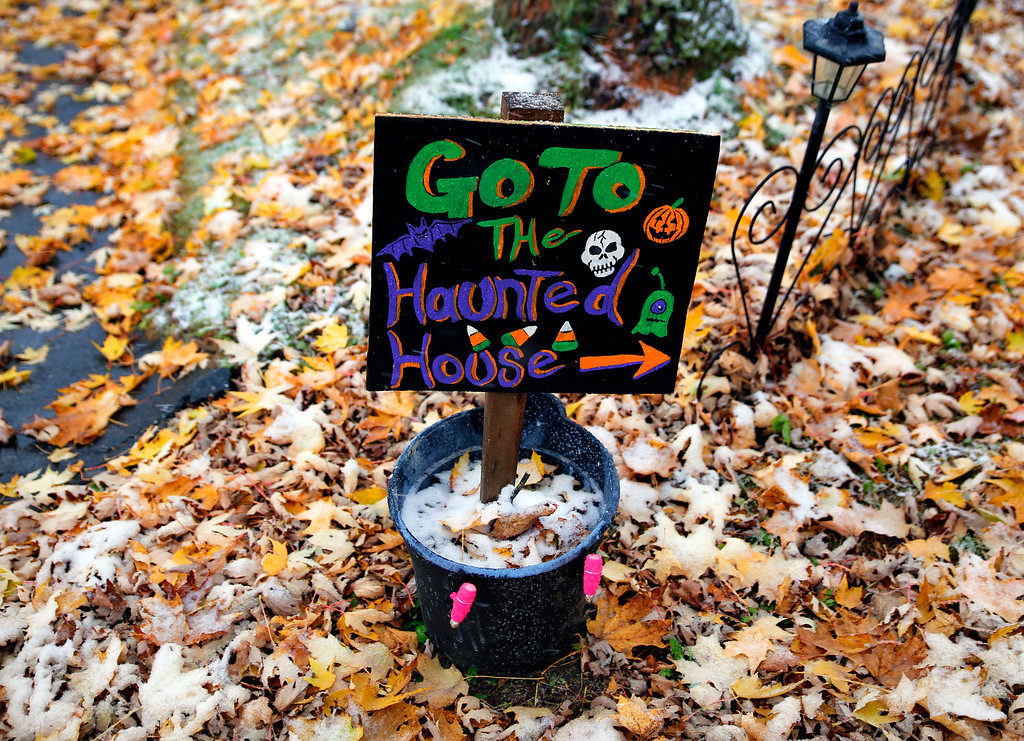 . Offering just treats and lots of entertainment, this house is begging for trick or treaters to come and visit  and say Happy Halloween.