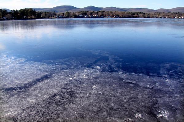 Ice on Pontoosuc 112513