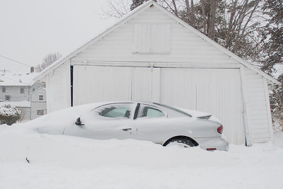 A car buried in snow in an alleyway in Mankato. The National Weather Service reported that Mankato received eight inches of snow on Saturday. Photo by Jackson Forderer