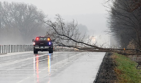 Mudslides close southbound Highway 169