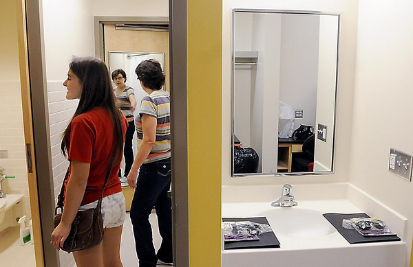 John Cross<br /> Laura Anderson, an MSU sophmore from Plymouth, and her mother, JoAnn, check out her new digs in the new Margaret Preska Residence Hall during Thursday's move-in day.