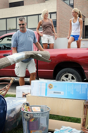John Cross<br /> Gustavus freshman Taylor Ebnet and parents, Nick and Peggy Ebnet of Lake Lillian, unload her belongings in front of Norelius Hall during Move-In Day on Friday.