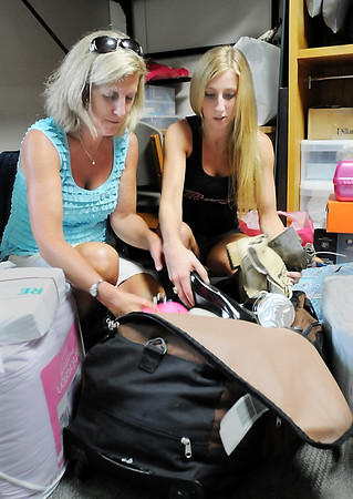 John Cross<br /> Gustavus freshman Sydney Franklin and her mother, Kim, a GAC alumn, unpack belongings during Move-In Day at GAC on Friday.