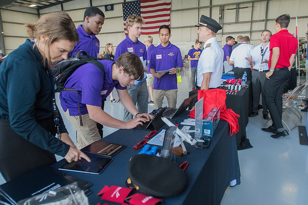 MSU students at the Endeavor Airlines recruitment booth. Photo by Jackson Forderer