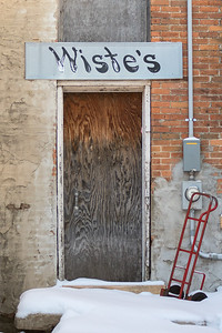 An old sign of Wiste's Meat Market in its alleyway entrance. Photo by Jackson Forderer